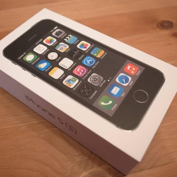 apple-iphone-5s-space-grey.JPG