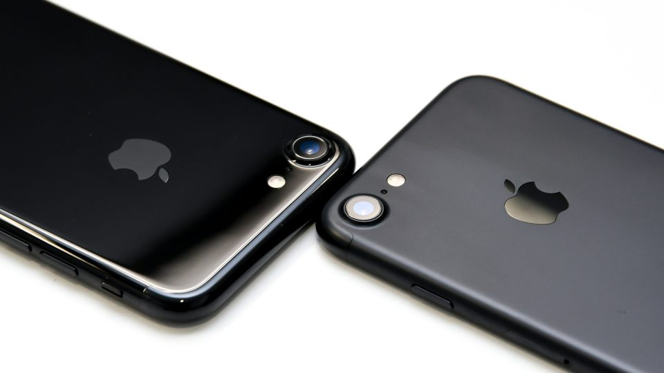 iPhone 7 ブラック ジェットブラック 比較 写真