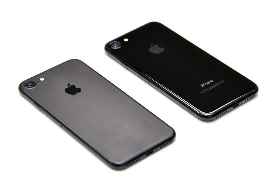 iPhone 7 ブラック ジェットブラック 比較 写真_2