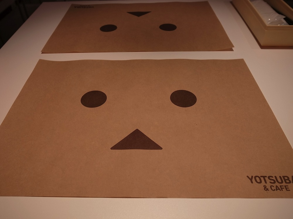 Yotsubato danboard exhibition yotsubato cafe 05