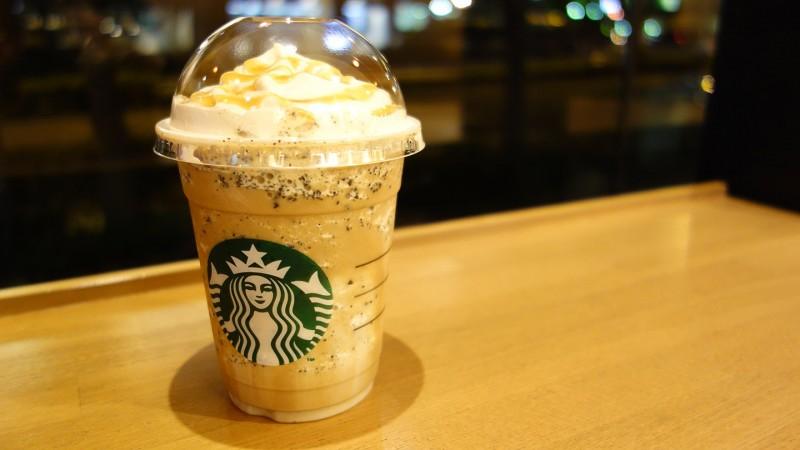 スタバの新しくなった「コーヒー&クリーム フラペチーノ with コーヒービッツ」を飲んでみた