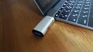 MacBookユーザー必携!充電しながらUSB機器を使えるコンパクトなアダプタを買いました