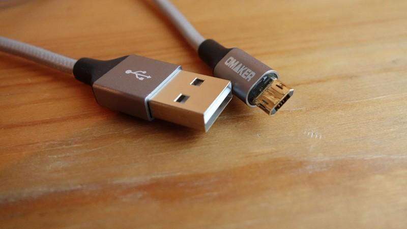 USBもmicro USBもリバーシブルなOmakerのケーブルセット、便利なんだけど…