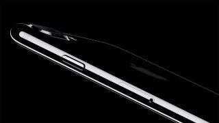Apple、iPhone 7 / 7 Plusを発表。新色追加で防水仕様、両モデルとも光学手ぶれ補正へ