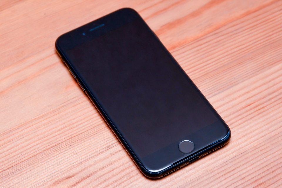 iPhone 7 ジェットブラック 外観 フォトレビュー_3