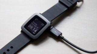 Pebble Timeをmicro USBケーブルで充電できるコネクタは必携