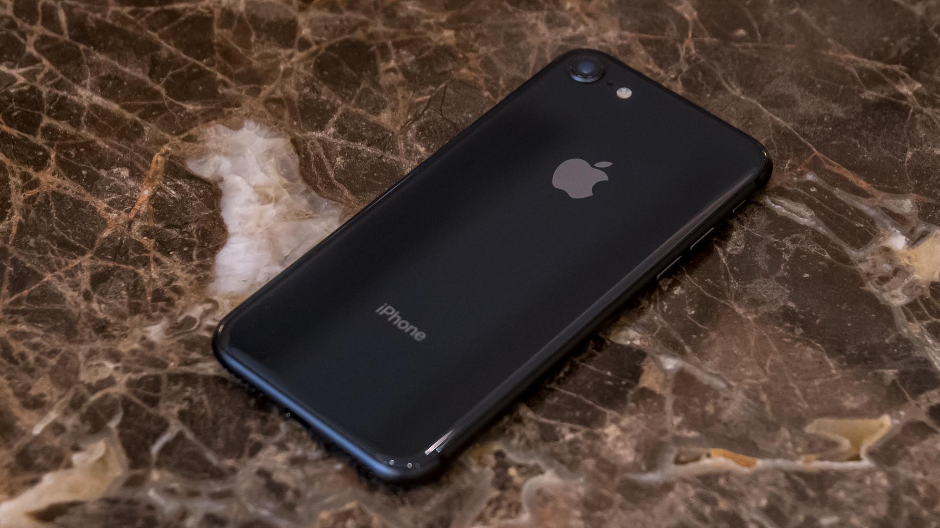 iPhone 8 スペースグレイ フォトレビュー。両面ガラスのデザインはまぁまぁ