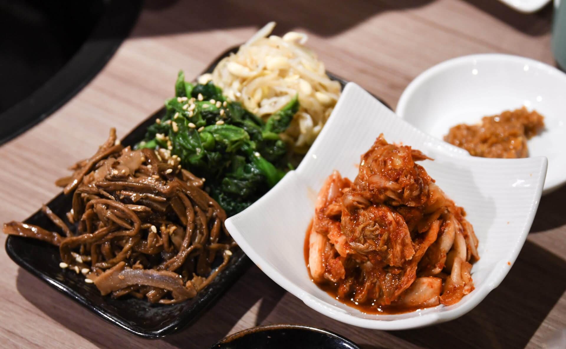 肉と日本酒 千駄木 キムチとナムル