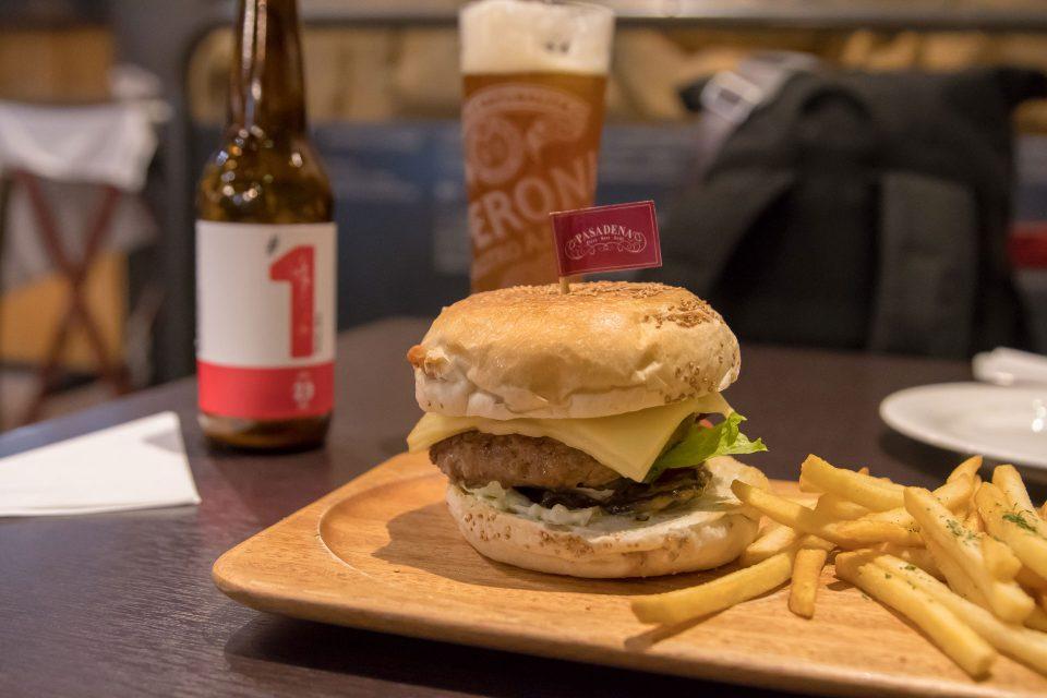 台湾 高雄 ハンバーガー クラフトビール