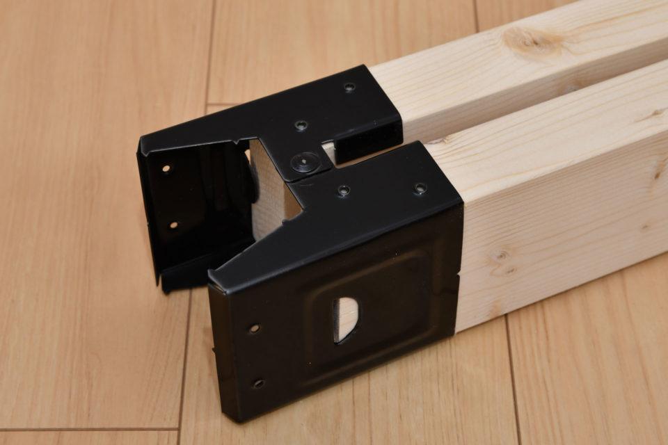 2×4材を2本ソーホースブラケットに差し込んだ状態