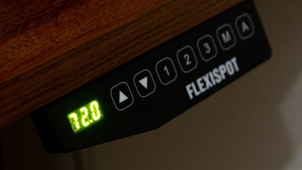 FLEXISPOTの電動昇降デスク「E3B」を導入したら肩こりと腰痛が減った