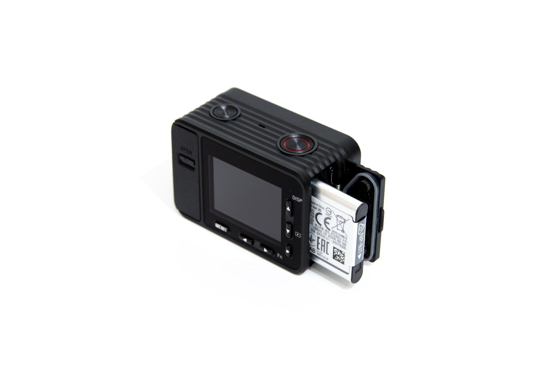 SONY RX0 レビュー バッテリーを挿入
