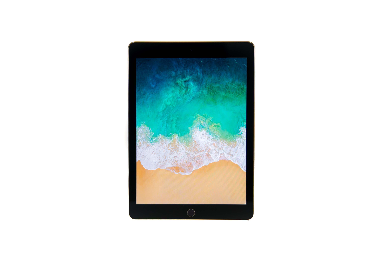 9.7インチ iPad Pro Wi-Fi 正面