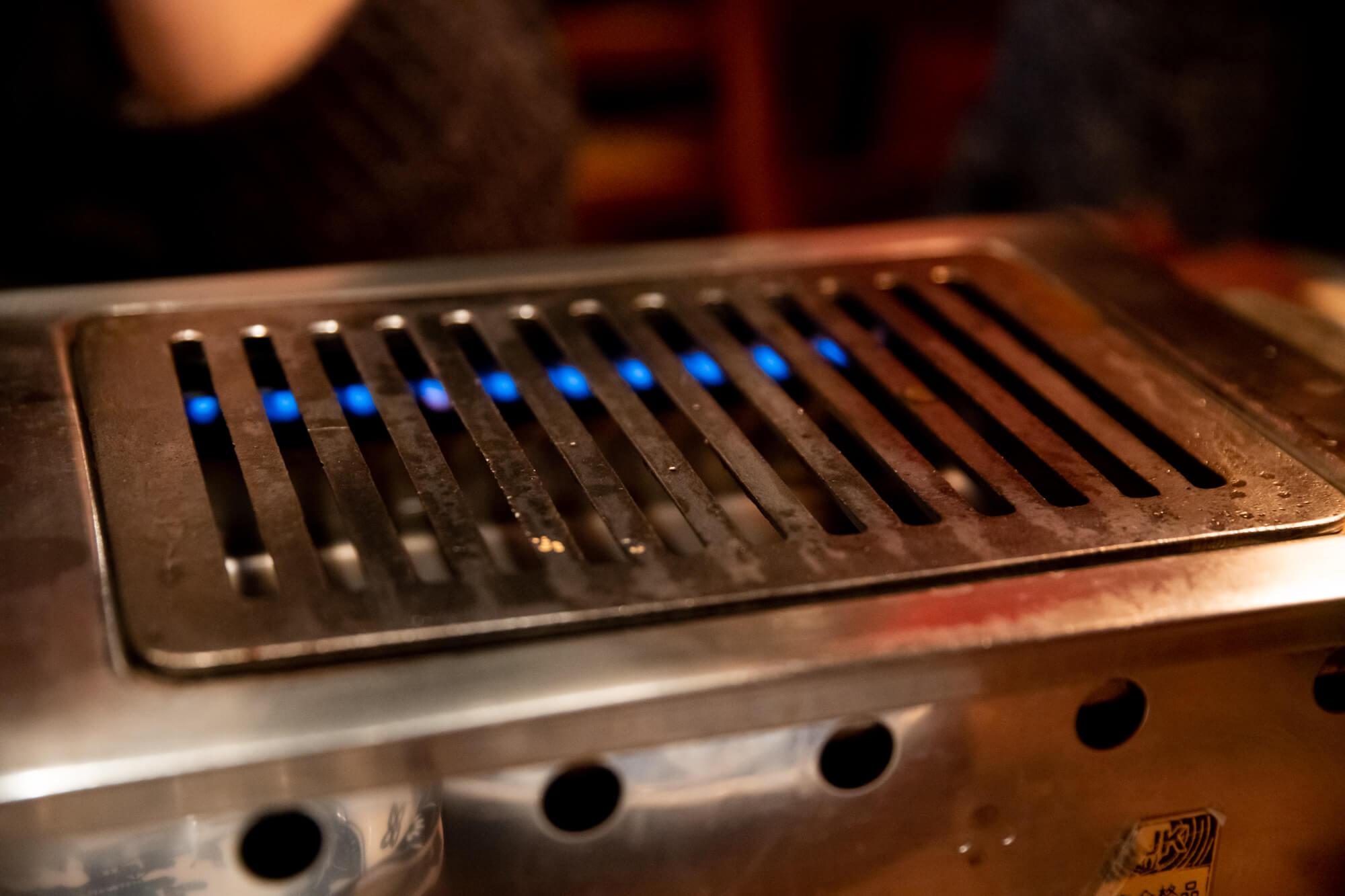 ヒレ肉の宝山 焼台はガス