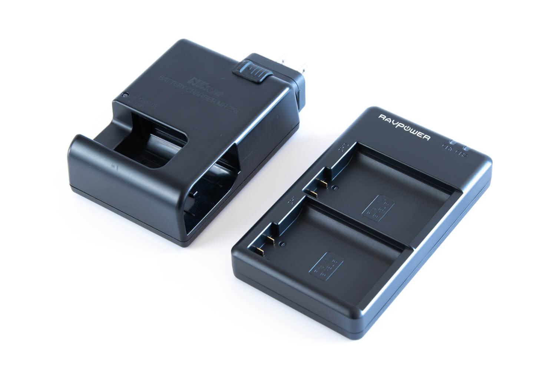 Nikon純正の充電器とRAVPowerの充電器を比較