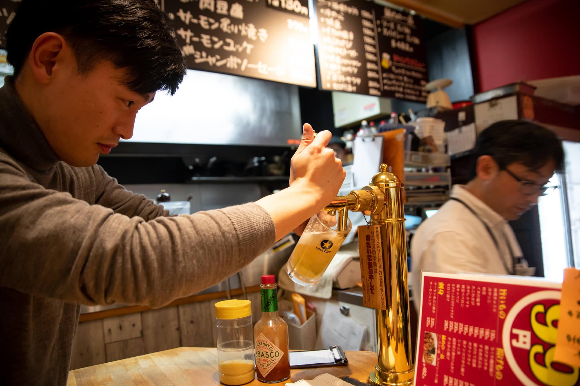 ビール飲み放題30分600円!「ローマ軒 大阪駅前第3ビル店」はビールサーバーからセルフでビールが注げて天国だった