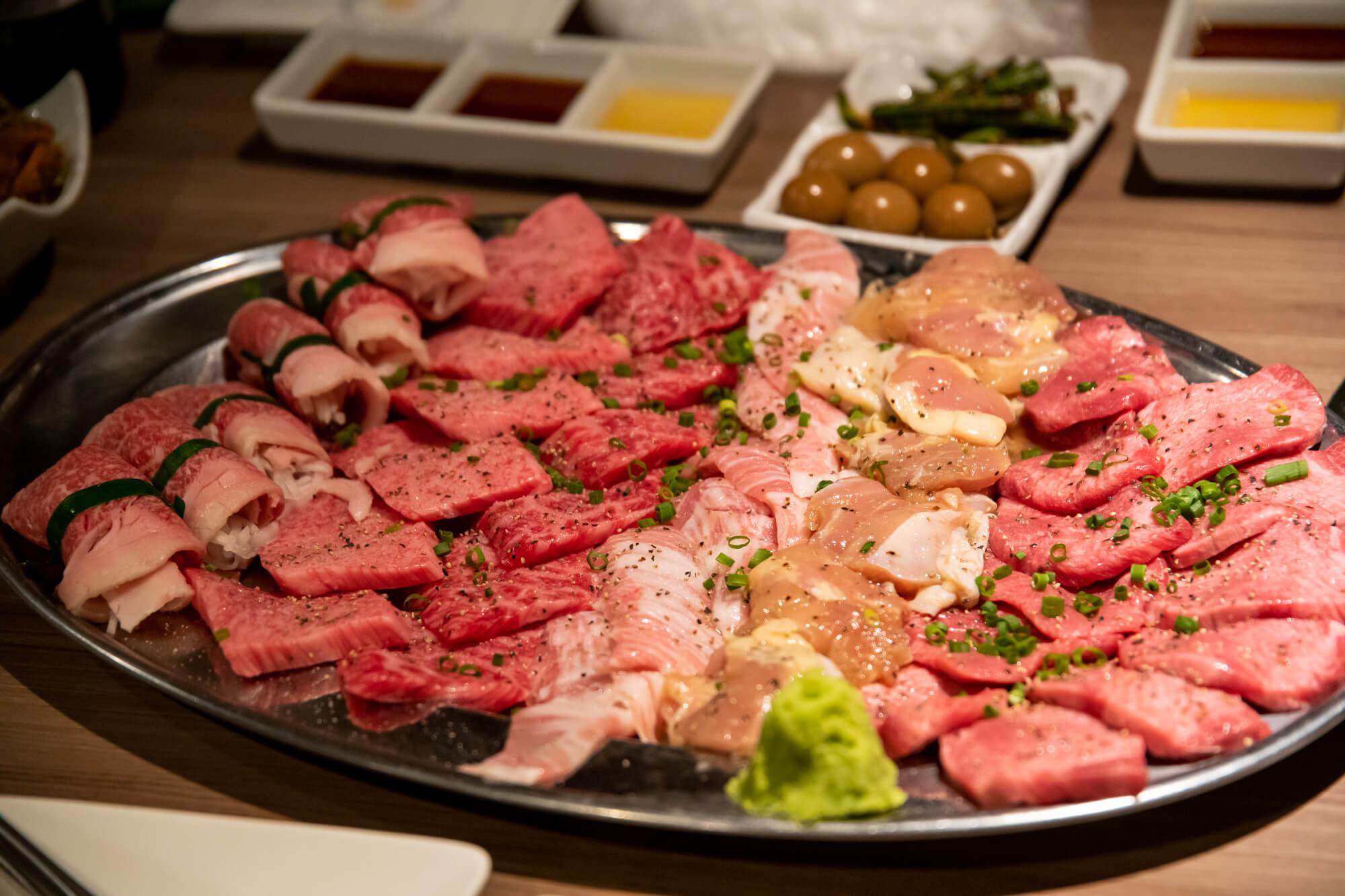 千駄木「肉と日本酒」で令和最初の #超でこ肉会 やってきた!