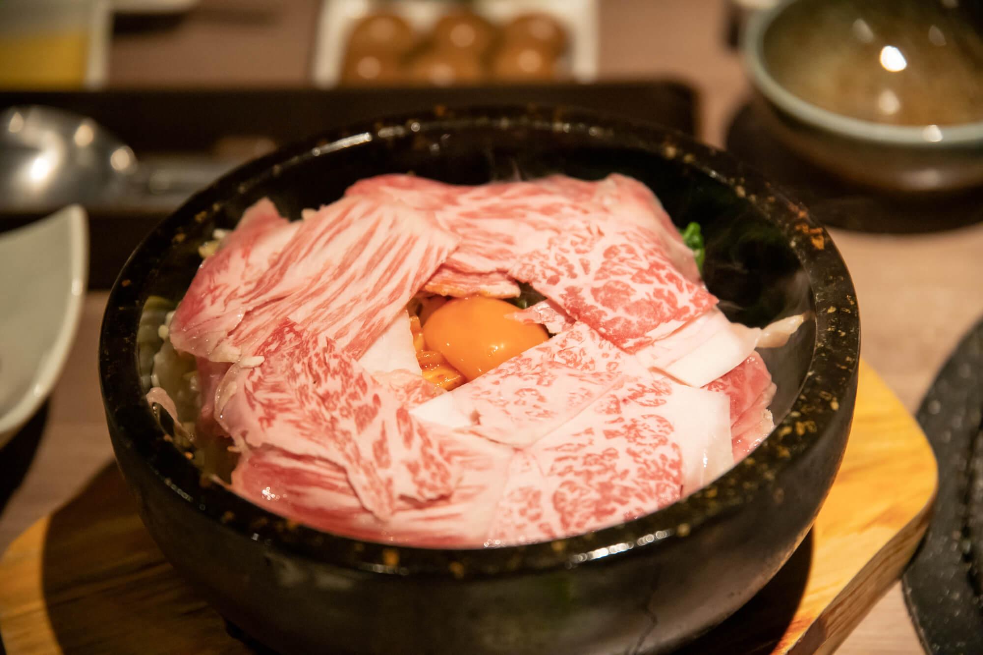 肉と日本酒の石焼ビビンバ