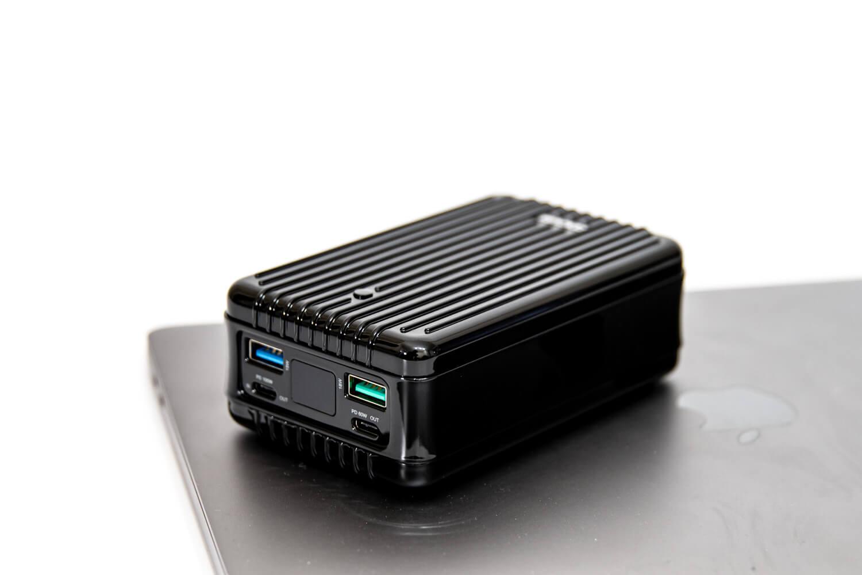 容量27,000mAh、100W+60WのUSB PDでMacBookを2台同時に充電できる!超パワフルなモバイルバッテリー「Zendure SuperTank」レビュー