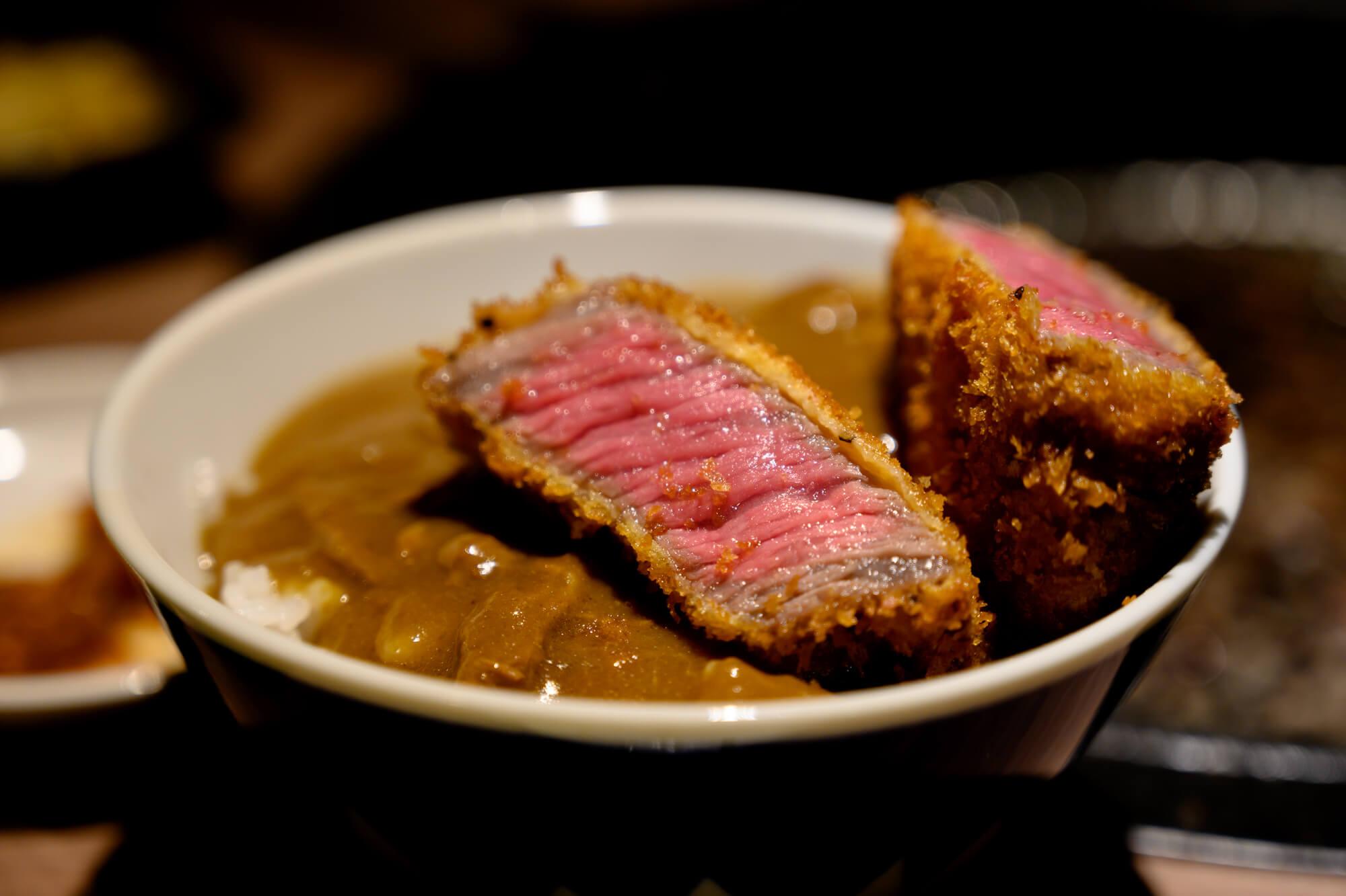 肉と日本酒の牛カツカレー