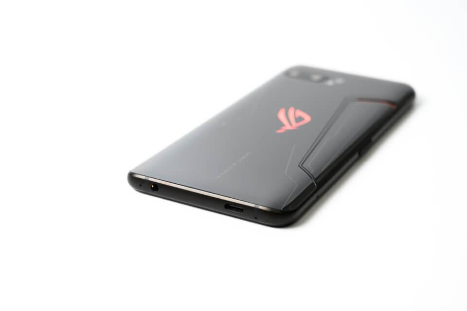 ROG Phone II 下部にUSB-Cポートとイヤホンジャック