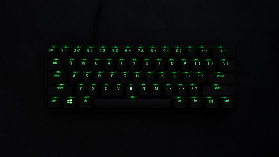 Razer Huntsman Mini レビュー。高品質で満足度の高い60%ゲーミングキーボード