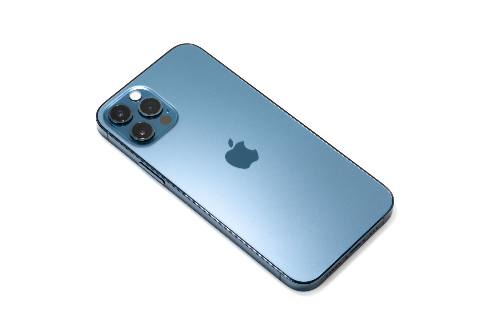 iPhone 12 Pro パシフィックブルー の背面