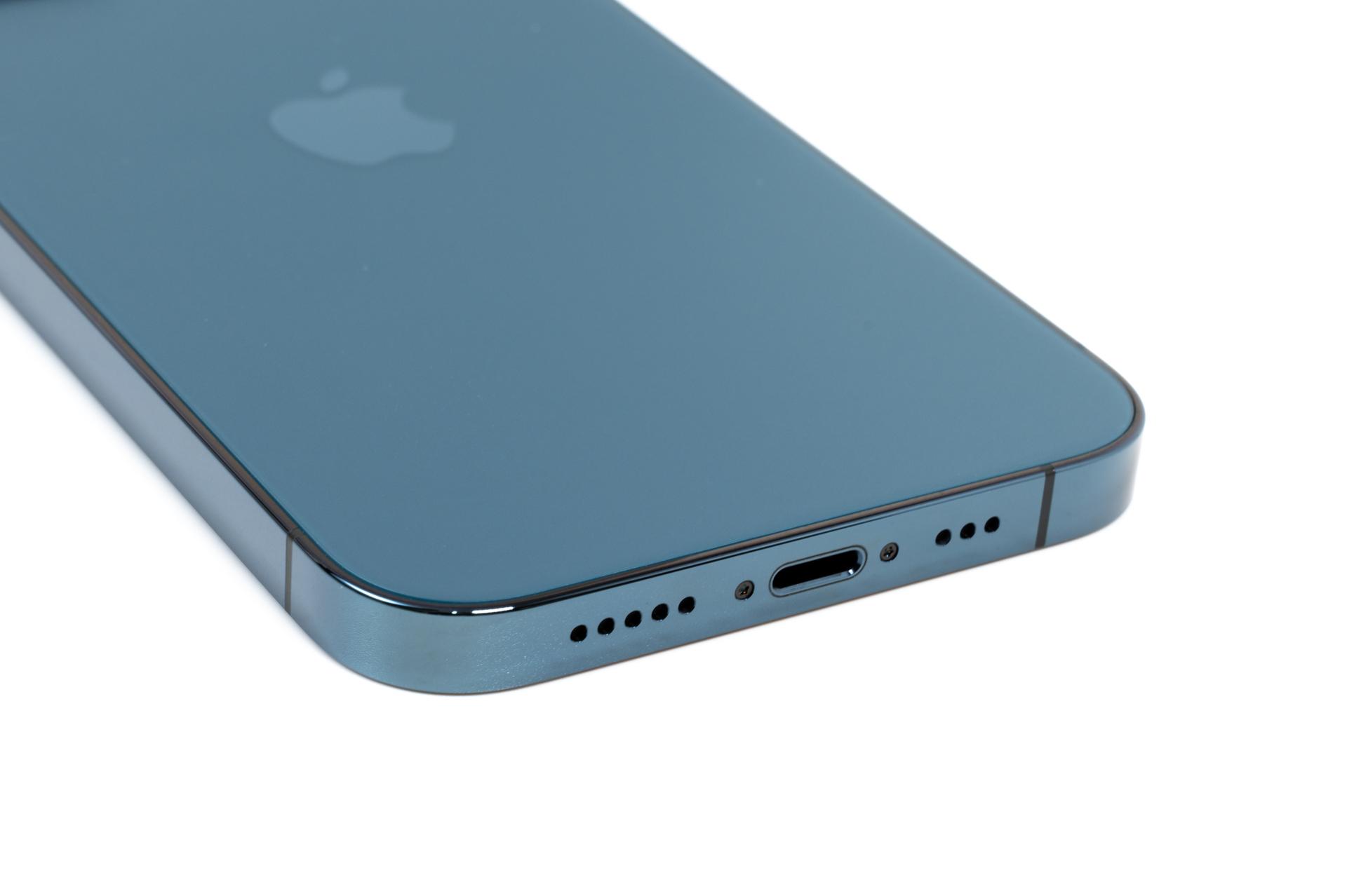 iPhone 12 Pro パシフィックブルー のLightningポート