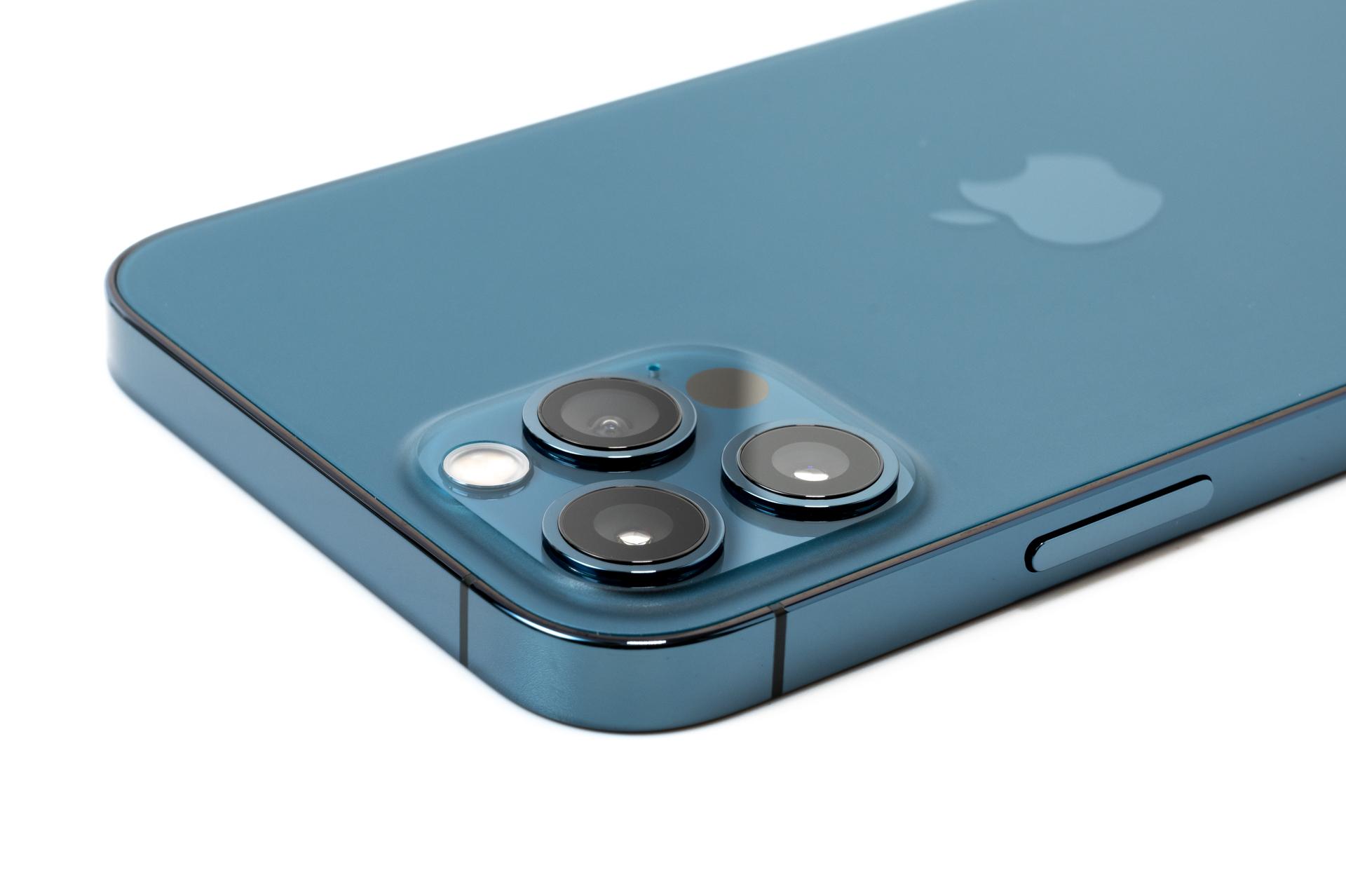 iPhone 12 Pro パシフィックブルー のカメラ部分